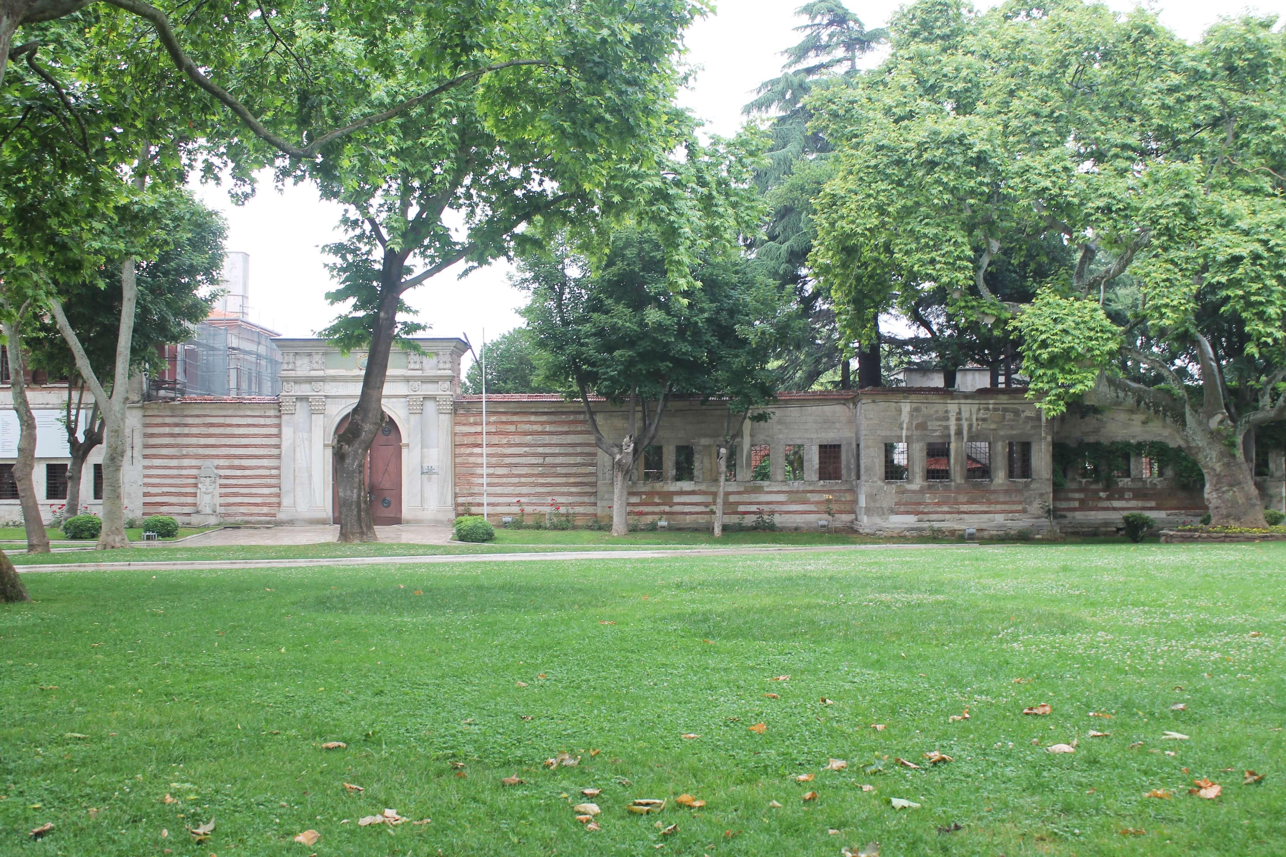 Imperial Mint Gate_Topkapi 1st Courtyard