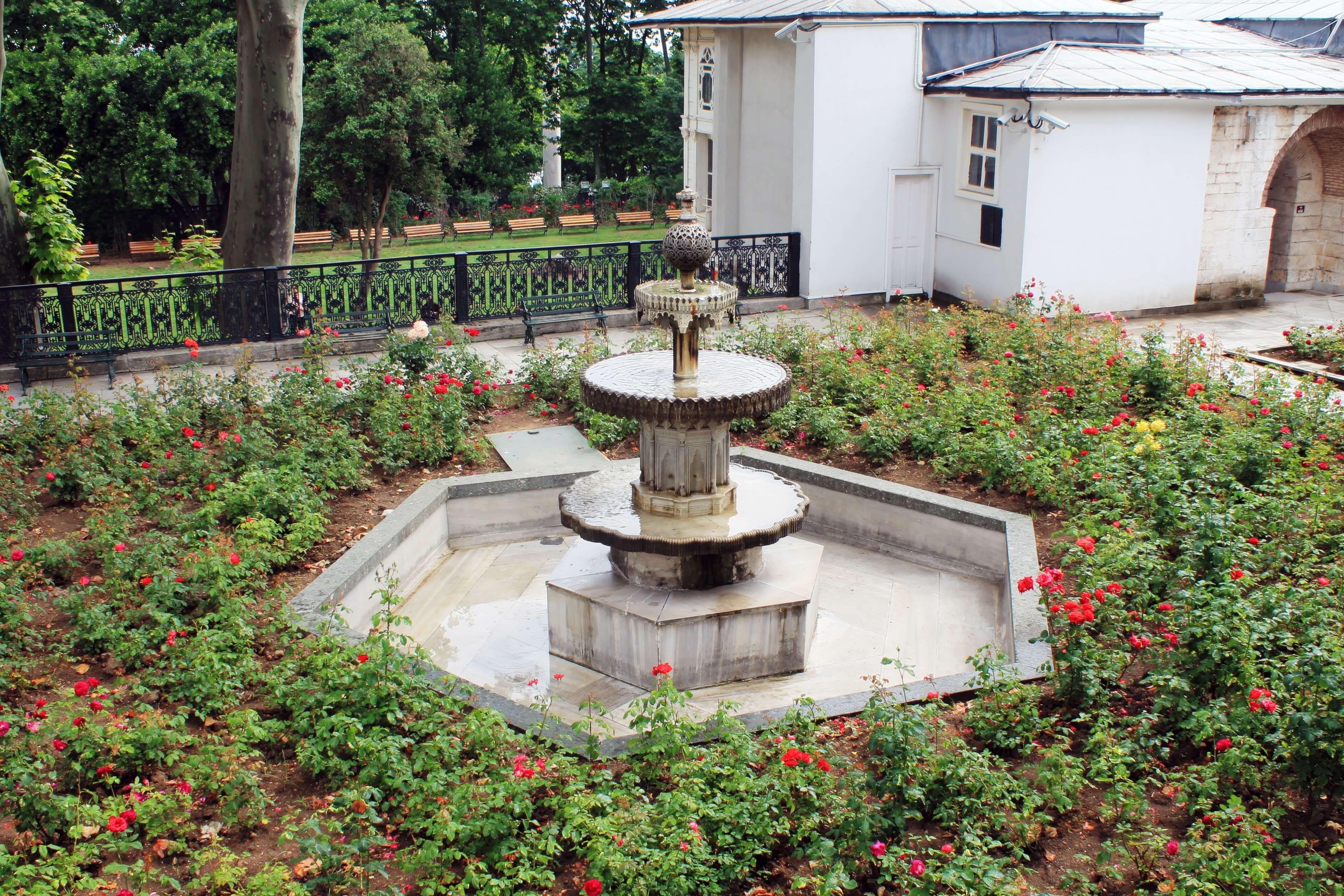 Kara Mustafa Pasha Fountain & Kiosk_Topkapi 4th Courtyard