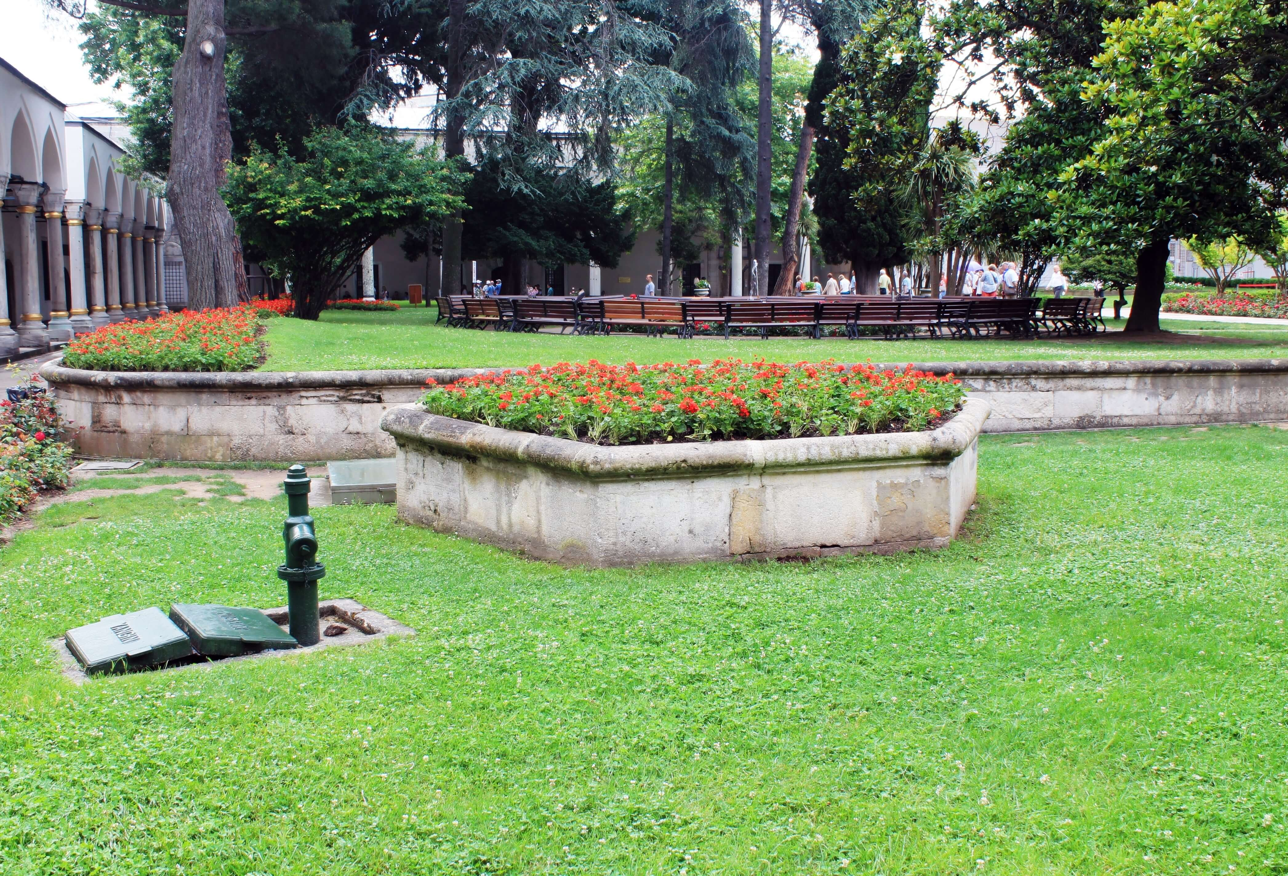 The Conqueror's Pavilion Gardens_Topkapi 3rd Courtyard